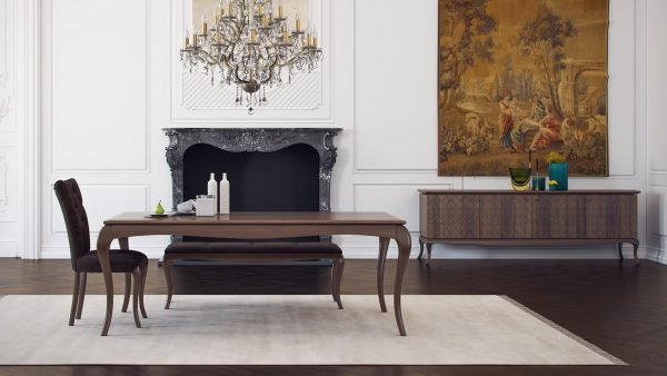 Buffet marron au design royal